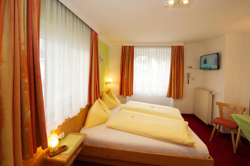 Zimmer-Doppelzimmer-ohne-Balkon