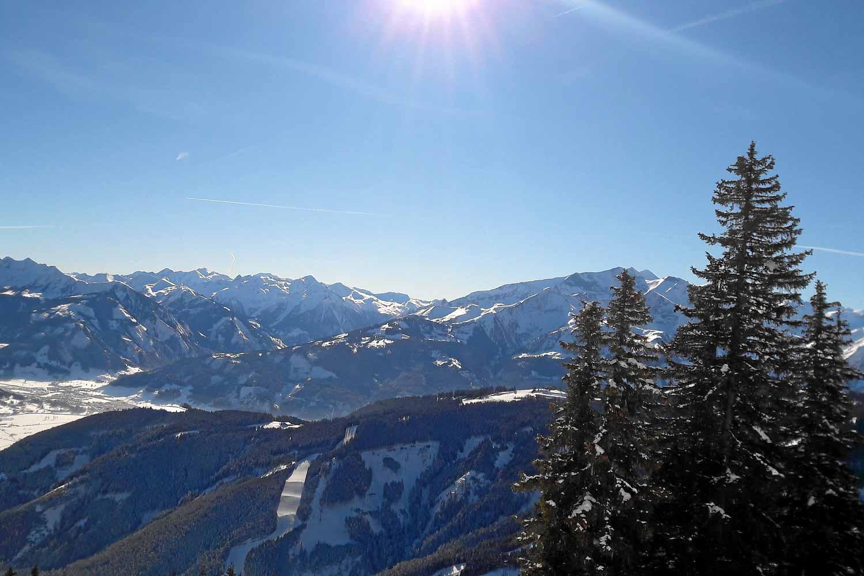 Blick von der Sonnen Alm auf die Standart Abfahrt Schmittenhöhe