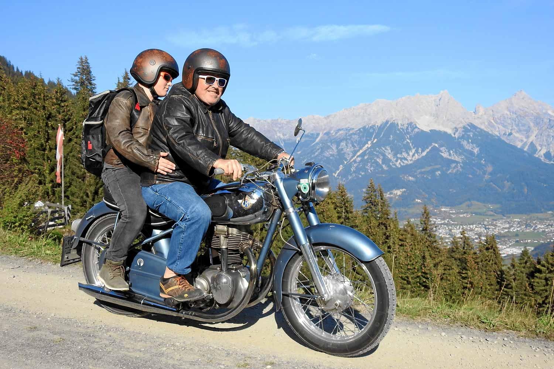 Pension Alpenrose Zell am See Motorrad Tour Chef und Junior mit Horex Regina 400