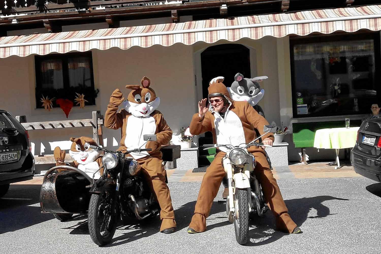 alte Puch Motorradfreunde bei der Osterhasen Ausfahrt