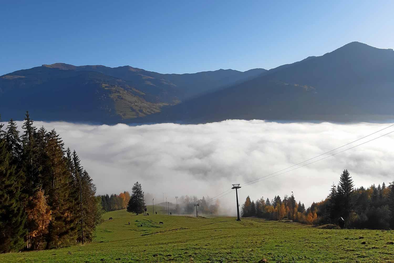 Blick nach Zell am See im Nebel